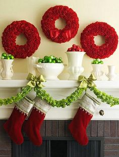 50 Gorgeous Holiday Mantel Decorating Ideas including this Christmas carnation wreath DIY. Christmas Mantels, Noel Christmas, Primitive Christmas, Winter Christmas, All Things Christmas, Christmas Wreaths, Christmas Decorations, Green Christmas, Christmas Fireplace