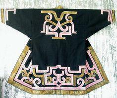 Ainu robe Folk Clothing, Historical Clothing, Japanese Textiles, Japanese Kimono, Textile Design, Fabric Design, Kaftan Men, Kimono Fashion, Fashion Outfits