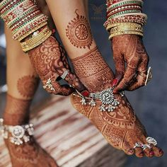 Wish you had a pool of mehndi photos to inspire your own bridal Mehndi? Look no more and look at these top 10 mehndi designs which are a sight for sore eyes. Start bookmarking these images for some quick inspiration now! Silver Payal, Silver Anklets, Bridal Mehndi Designs, Mehandi Designs, Unique Mehndi Designs, Latest Mehndi Designs, Bridal Accessories, Wedding Jewelry, Gold Jewelry