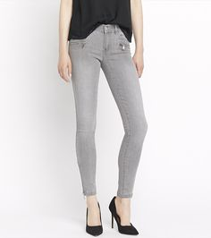 Master a sexy silhouette this fall with these super skinny grey jeggings.
