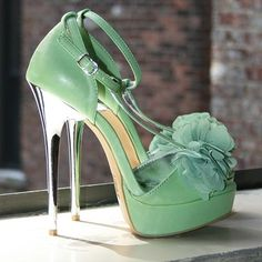 Everything about this shoe is winning. Well, everything except the fact that it's not in my closet!