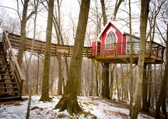 A treehouse adventure near Mohican State Park. A romantic getaway for two, a way to reconnect and get inspired. My new favorite place in Ohio. http://www.themohicans.net/