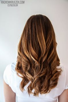 Miodowe refleksy na brązowych włosach w Kruczek Hair Concept