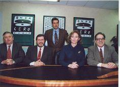 La Brújula: Ernesto Sáenz de Buruaga con Fernando Jáuregui, Ramón Pi, Pilar Cernuda y Miguel Ángel Gozalo. Temporada 1994-1995.