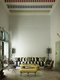 In a dazzling mix of baroque and contemporary design, the top interior design, Francis Sultana makes his own retreat of a palazzo. Top Interior Designers, Best Interior Design, Interior Design Inspiration, Palazzo, Eclectic Living Room, Living Room Decor, Home Decor Trends, Architecture, Contemporary Design