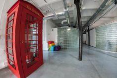 Biuro jednej z agencji w siedzibie we Wrocławiu - sporo coworkingowej przestrzeni, fajnie zaaranżowanej i funkcjonalnej https://www.facebook.com/media/set/?set=a.10151559149229197.1073741831.92848519196&type=3