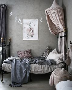 Blommönstrat i barnrummet - Lovely Life Baby Bedroom, Girls Bedroom, Teen Room Decor, Bedroom Decor, Bedroom Furniture, Canopy Bed Frame, Teen Bedroom Designs, Teenage Room, Kids Furniture