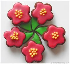 FLOWER COOKIES with tutorial! Great for spring time and very simple to make. From cakewhiz.com