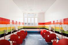 Great tiling idea for a bathroom. Ecole Maternelle Pajol. #color