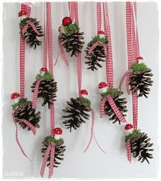 """Anita von Grinsestern gave us a tutorial for a """"Little White Girl"""" … - Home Page Christmas Crafts For Kids, Xmas Crafts, Christmas Projects, Christmas Time, Christmas Wreaths, Diy And Crafts, Christmas Decorations, Christmas Ornaments, Pine Cone Decorations"""