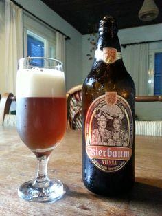 Uma Vienna feita em Treze Tílias, só pode dar certo. Cor, espuma, corpinho, tostagem, doçura, amargor, tudo redondo. É uma cerveja meio escura, perto da bock, complexa e equilibrada. Prometo voltar.
