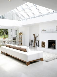 White interior with sky lights Minimalist White House with Modern Interior Design in South Africa - Home Trends Design - Home Interior Ideas, Home Decorating, Home Furniture, Home Architecture, Room Design Ideas Modern Interior Design, Interior Architecture, Industrial Home Design, Industrial Stairs, Industrial Living, Beton Design, White Rooms, White Walls, Minimalist Living