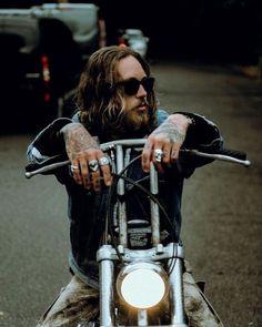 Local Native Billy Huxley, Old School Vans, Metal Fashion, Fashion Men, Fashion Jewelry, Harley Bikes, Bobber Chopper, Chopper Motorcycle, Metal Girl