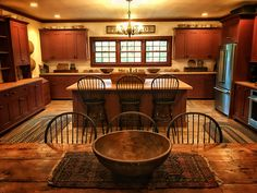 Kitchen ~ Peace Manor 🌻 - Home decorating ideas - Interieur Colonial Kitchen, Red Kitchen, Rustic Kitchen, Craftsman Kitchen, Kitchen Art, Kitchen Ideas, Primitive Kitchen Cabinets, Kitchen Cabinets And Countertops, Kitchen Cupboard