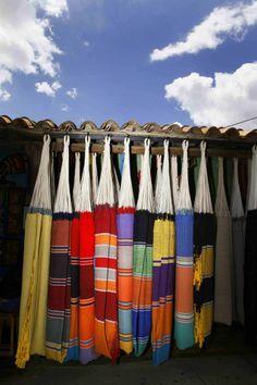 Tintorero es conocida como la capital nacional de la artesanía venezolana. Este colorido poblado se caracteriza por ser cuna de grandes e importantes artesanos dedicados en su mayoría a la creación de tejidos en telares.