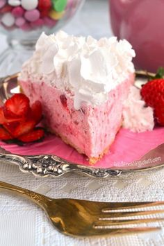 Easy Three Step Strawberry Cream Pie ~ Sweet strawberries enveloped by billowy whipped cream create a dreamy pie that is a cinch to make. Strawberry Cream Pies, Strawberry Filling, Strawberries And Cream, Strawberry Desserts, Strawberry Cobbler, Strawberry Preserves, Blueberry Crumble, Frozen Strawberries, Strawberry Banana