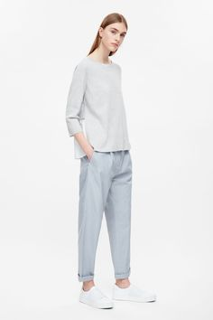 This top is made from full needle cotton with a pleated cotton voile layer at the back. A straight fit, it has 3/4 sleeves, a wide round neckline and minimal finishes.
