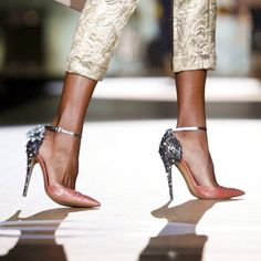 Find images and videos about fashion, shoes and heels on We Heart It - the app to get lost in what you love. Dream Shoes, Crazy Shoes, Me Too Shoes, Fancy Shoes, Hot Shoes, Women's Shoes, Stiletto Heels, High Heels, Sexy Heels