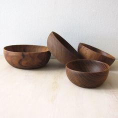 Made from durable and sustainably harvested teak wood these beautiful and food-safe nesting bowls are perfect for anything from dips and spreads to nuts and other snacks. hand wash with warm soapy water but do not leave to soak or put in the dishwasher. Beach Boutique, Nesting Bowls, Teak Wood, Bowl Set, Safe Food, Vintage Shops, Decorative Bowls, Spreads, Dishwasher