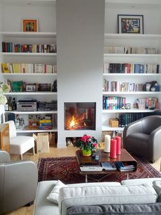 Bibliothèque, cheminée, ton sur ton