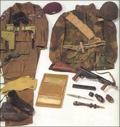 British Parachute Regiment uniform and equipment WW2.