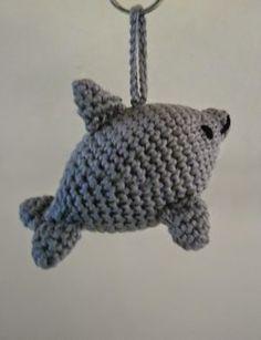 Ooit kreeg ik eens het verzoek of ik een dolfijn- sleutelhanger wilde maken. Omdat ik nergens een geschikt patroontje kon vinden ontwierp ik...