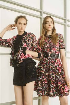 Sfilata Elie Saab New York - Pre-collezioni Primavera Estate 2017 - Vogue