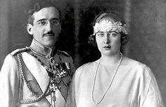 Queen Maria of Yugoslavia's bandeau, probably silver flowers mounted on a bandeau. King Alexander I and Queen Marie of Yugoslavia, born Princess of Romania Princess Alexandra, Princess Beatrice, Queen Victoria Prince Albert, Princess Victoria, Royal Crowns, Tiaras And Crowns, Romanian Royal Family, King Alexander, Royal King