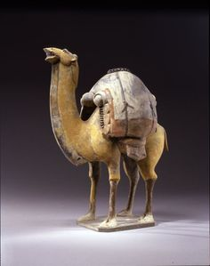 From the Harvard Art Museums' collections Two Standing, Braying Camels, One Buff, One White, Their Backs Laden with Goods Terracota, Historical Artifacts, Ancient Artifacts, Ceramic Animals, Ceramic Art, Harvard Art Museum, Camelo, Chinese Ceramics, China