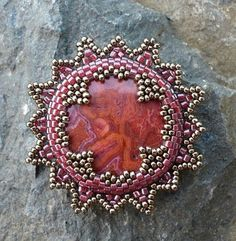 medallion #beadwork I love the way they shaped the inner part of the bezel.  Nice!