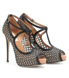 Wow! I think every divorce settlement should have  shoe budget!lolol