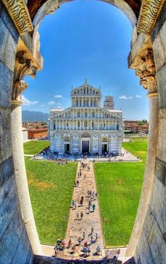The Piazza del Duomo ♦ Pisa, Tuscany region, Italy | Flickr - Photo by H-L-Andersen