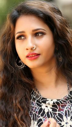 Beauty Full Girl, Real Beauty, Asian Beauty, Beautiful Girl Indian, Beautiful Indian Actress, Beautiful Women, Nose Jewels, Small Nose, Indian Beauty Saree