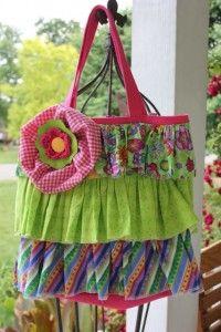 Ruffle tote bag!! <3  http://daisymaebelle.com/ruffle-tote-bag/