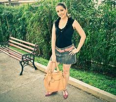 Semana passada deu até para tirar a saia do armário, rs !!!  Confira o LOOK completo: http://blogcharmedalu.com.br/look-do-dia-bolsa-nude-cinto-rosa-e-acessorios-super-meigos/
