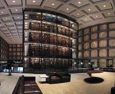 BIBLIOTECA BEINECKE DE LIVROS RAROS E MANUSCRITOS - É o maior prédio do mundo dedicado a fazer a manutenção de documentos raros e manuscritos. Localiza-se na Universidade de Yale, em Connecticut (EUA).