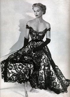 maliciousglamour:  Lisa Fonssagrives-Penn, 1951  Photographer: Horst P. Horst  Dress by Hattie Carnegie