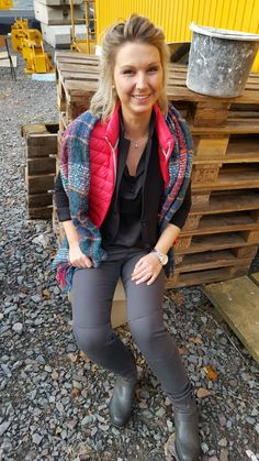 Outfit der Woche! Steppweste: Jott – Jersey Blazer: Marc O'Polo – Bluse: Hilfiger Denim – Joggjeans: Mavi – Schal: Peter Rutz #ootw #fashion