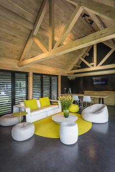 Landelijk modern bijgebouw   Bogarden House, Home Furniture, House Flooring, Timber Framing, House Interior, Doors And Floors, Interior Design, Living Decor, Built In Braai