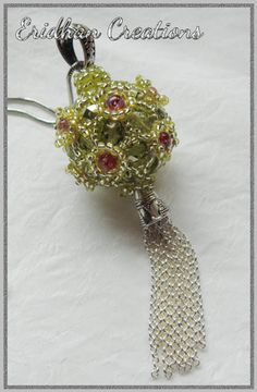 Beaded pendant by Eridhan Creations