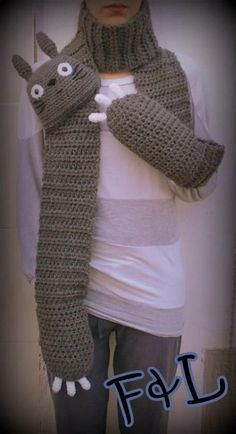 Totoro scarf, gonna have to make this