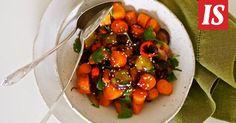 Siken paahdettu porkkanasalaatti on uusi suosikkilisukkeesi Fruit Salad, Stuffed Peppers, Chicken, Meat, Vegetables, Ethnic Recipes, Food, Stuffed Pepper, Veggies