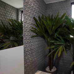 Detalhe para o revestimento do lavabo!!! #pmzarquitetura #giulianazirpoli #elzammendonca #lorenapontual #arquitetura #interiores #interiordesign #decor #decoração #lavabo