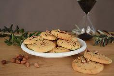 SABLES AU PARMESAN ET ECLATS DE NOISETTES. Une recette idéale pour épater vos invités à l'heure de l'apéritif. A découvrir en détails ici : http://www.befrenchie.fr/fr/recette-sables-au-parmesan/  #recette #apéritif #sablés #parmesan