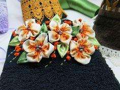 Toalha com flores de fitas - Clube de Artesanato