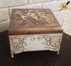 Wood painting box models – Wood Works – Just another WordPress site Decoupage Box, Decoupage Vintage, Recycled Furniture, Painted Furniture, Iron Orchid Designs, Idee Diy, Altered Bottles, Modern Wallpaper, Wood Boxes