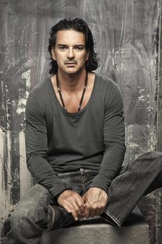 Images search results for ricardo arjona from Kingtale Technology. Latin Music, My Music, Family Relations, Film Music Books, How To Speak Spanish, Song Quotes, Funny People, Music Artists, Decir No