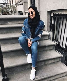 Casual and sporty hijab style – Just Trendy Girls Islamic Fashion, Muslim Fashion, Modest Fashion, Disney Family, Hijab Jeans, Outfit Jeans, Denim Fashion, Fashion Outfits, Women's Fashion
