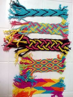Finger Weaving, Inkle Weaving, Knots, Diy And Crafts, Braids, Crochet Patterns, Knitting, Poufs, Maya