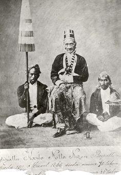 De hoofden van de plaats Lebak, waar Multatuli (alias van Eduard Douwes Dekker, 1820-1887), beroemd Nederlands schrijver, assistent-resident was. Indonesië, datum onbekend.